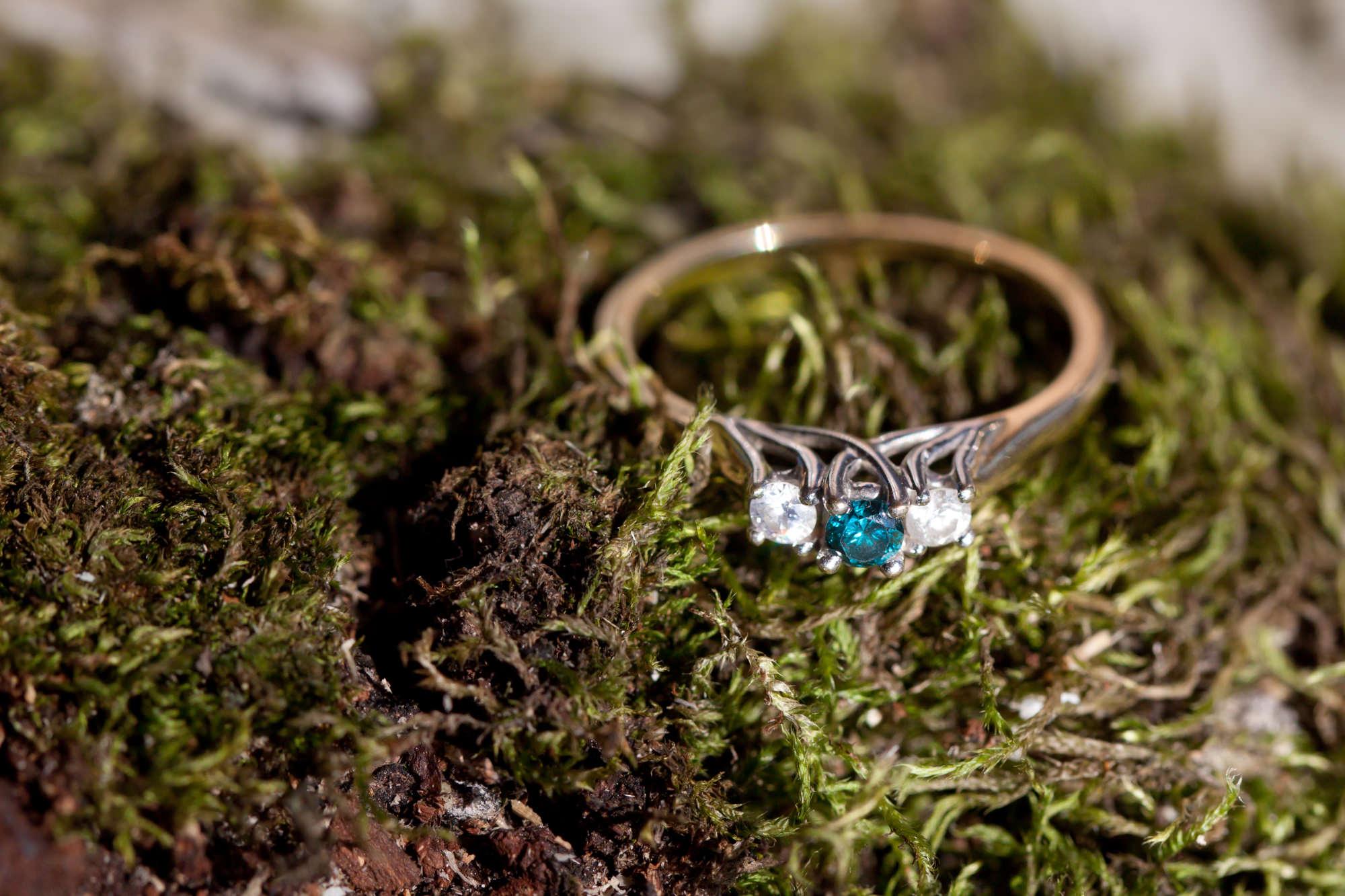 Как найти кольцо в снегу, траве, воде, песке, листве?